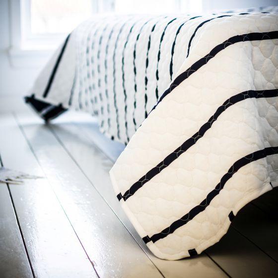 Sengetæppe, Karla, Blå/Hvid stribet, 100% bomuld, 240x260 cm